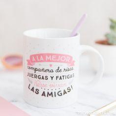 "Taza ""A la mejor compañera de risas""  #mrwonderfulshop #mug #coffee #morning #friends #smile #present Chai, Mr Wonderful, Mugs, Tableware, Printed, Gift, Desk, French Press, Cute Mugs"
