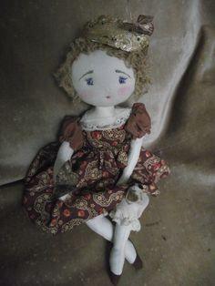 ..couronne de travers et tête dans les nuages...voici Pernelle, reine des papillons..