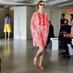 Oscar de la Renta resort 2016 caftan, sandals, and sunglasses