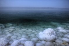 The curative water of the Dead Sea with its many minerals Jordan Dead Sea, 7 Natural Wonders, Vr Camera, Future Travel, Hot Springs, Trip Planning, Beautiful Places, Simply Life, Around The Worlds