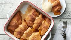Peach Crescent Dumplings Recipe - These peach dumplings bake into a delicious, sweet and buttery dessert. Serve warm with a scoop of vanilla ice cream! Dessert Simple, Easy Desserts, Dessert Recipes, Dessert Ideas, Impressive Desserts, Fruit Recipes, Pie Recipes, Peach Dumplings, Crescent Roll Recipes
