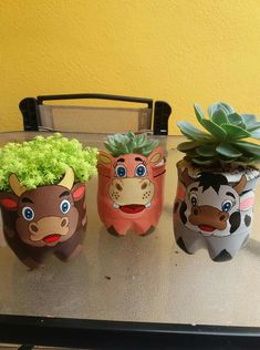 Pet bottle garden flower pots 42 Ideas for 2019 Plastic Bottle Planter, Reuse Plastic Bottles, Plastic Bottle Crafts, Recycled Decor, Recycled Crafts, Diy And Crafts, Clay Pot Crafts, Bottle Garden, Pet Bottle