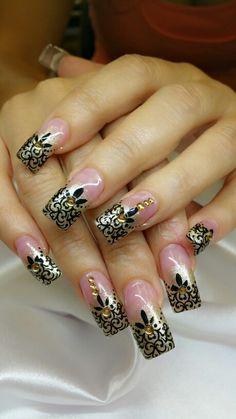 Swirl queen nails