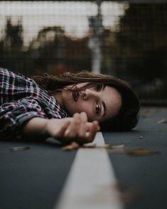 Women should be loved, not understood - Portrait - Fotografie Poses Photo, Portrait Photography Poses, Photography Poses Women, Tumblr Photography, Picture Poses, Creative Photography, Photography Tips, Modeling Photography, Photography Lighting