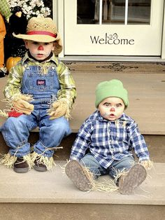 Sometimes store-bought Halloween costumes just don't cut it. These DIY Halloween costumes for kids are easy to make and more unique, so you can be sure your kid will stand out in a crowd. Baby Scarecrow Costume, Brother Halloween Costumes, Homemade Halloween Costumes, Boy Costumes, Baby Halloween, Diy Scarecrow, Halloween 2019, Costume Ideas, Halloween Disfraces