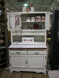 Dan bought me this hoosier cabinet for my birthday. I haven't gotten it yet, but I'm so excited! Vintage Kitchen Cabinets, Kitchen Dresser, Kitchen Cupboards, Vintage Appliances, Country Furniture, Vintage Furniture, Vintage Window Decor, Antique Hoosier Cabinet, Old Fashioned Kitchen