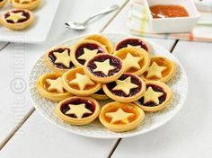 Mini tarte cu gem – reteta video via Tart Recipes, Cooking Recipes, Jam Tarts, Romanian Food, Romanian Recipes, Sweet Tarts, Eat Dessert First, Something Sweet, Food And Drink
