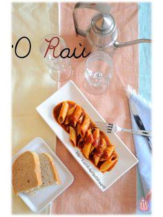 Per la giornata nazionale di Totò: il ragù | Il castello di PattiPatti Cheese, Food, Easter, Kitchen, Diets, Calendar, Cooking, Essen, Easter Activities