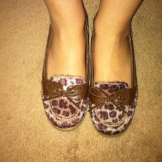 Cheetah print ballet flats Had for two years, lightly worn, fine hair texture, little heal. Old Navy Shoes Flats & Loafers
