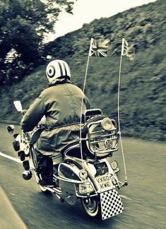 Vespa Club Cascina (@vespacascina) | Twitter Vespa Px 150, Vespa Lx, Retro Scooter, Scooter Girl, Motor Scooters, Vespa Scooters, Triumph Motorcycles, Ducati, Chopper