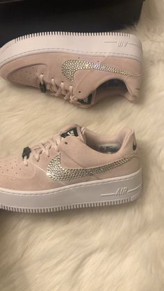 Nike Air Force 1 customized with Swarovski Crystals - Schuhe Cute Nike Shoes, Cute Sneakers, Sneakers Nike, Trendy Womens Sneakers, Nike Shoes Air Force, Custom Shoes, Nike Custom, Aesthetic Shoes, Fresh Shoes