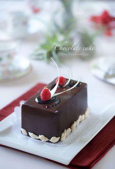 友人娘ちゃんのお誕生日ケーキです。 先週のお兄ちゃんハロウィンケーキと差がつきすぎてはいけないと、 水玉チョコをこれでもかってぐらい貼り付けて...