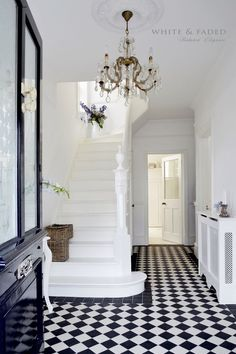 Elegant and simple white entryway || @pattonmelo Micoley's picks for #VictorianHomes www.Micoley.com