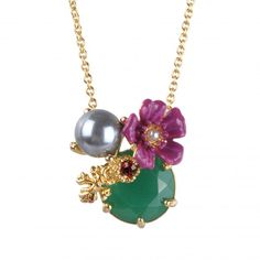 Eclatante Discrétion necklace with a flower, a green faceted stone and a pearl