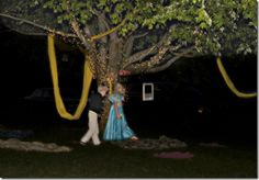 Remember this website for super cute Rapunzel party theme!