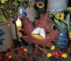 Primitive Fall Halloween Leaf Ornament Wool Doll Vtg Patti's Ratties Bear Artist