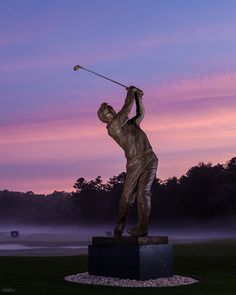 The new statue of Arnold Palmer on the campus of Wake Forest University 84b16230e457