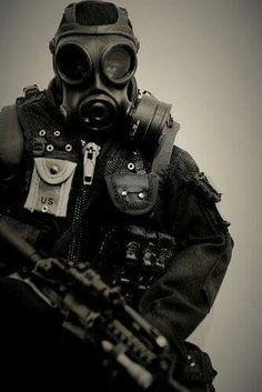 Steampunk Gas Mask, Tactical Wear, Special Forces, Master Chief, Halloween Costumes, How To Wear, Glue Sticks, Anime Boys, Snail