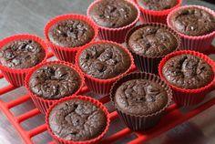 Agglutinata | Muffin ai fagioli neri, cioccolato fondente e briciole di arancia essicata