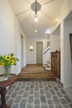 玄関 Room Interior, Interior And Exterior, Interior Design, Style At Home, House Entrance, Japanese House, Nature Decor, Architect Design, Interior Inspiration