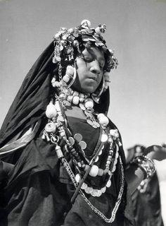 Africa   Harratine dancer. Agadir Tissint. Morocco. ca. 1950    © Jean Besancenot