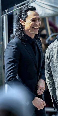 "Tom Hiddleston as ""Loki"" (with Chris Hemsworth) on the set of ""Thor : Ragnarok"" in Brisbane, Australia, August 2016"