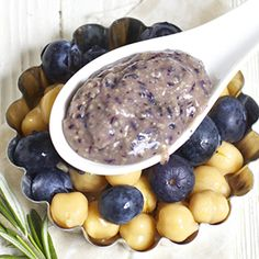 The mother of all baby food recipe websites!!!!! I can't wait to try some of these gourmet baby puree recipes. I want to taste some! (Blueberry + Chickpea + Rosemary Chunky Puree)
