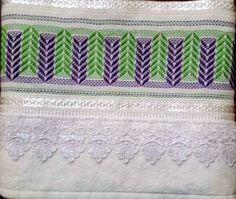 Toalha de Rosto Bordada em vagonite, 50 cm X 80 cm, 100% algodão.