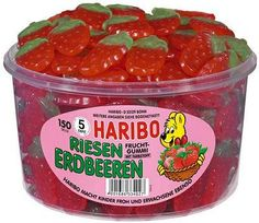1 tub Haribo Strawberries / Riesen Erdbeeren with 150 pieces Net weight: / tub. Candy Recipes, Gourmet Recipes, Giant Strawberry, Strawberry Fields, Candy Videos, Sweets Online, Gummi Candy, Candy Brands, Sour Candy