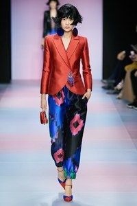 See all the Collection photos from Armani Prive Spring/Summer 2020 Couture now on British Vogue 2020 Fashion Trends, Fashion 2020, Fashion Brands, High Fashion, Fashion Show, Fashion Outfits, Fashion Tips, Fashion Design, Fashion Weeks