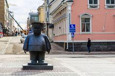 Oulu. Police statue.