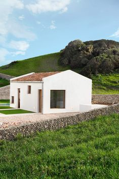 Contemporary Architecture, Architecture Design, Small Indoor Pool, Big Pools, White Building, Rock Decor, Concrete Design, White Houses, Countryside