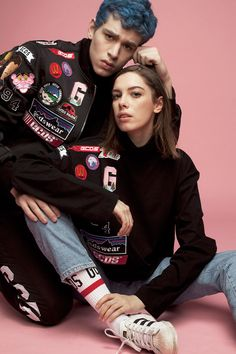 """Vivid, colorful embroidered patches jazz up this new release from GCDS! An optimistic and fun approach to the contemporary """"Fear of God"""" among streetwear. Aboloshing the seasonality, the collection keeps on testing the limits of LOGO mania with quality oversized tees and sweaters, creating the GCDS crew and its confident #Ingoalwetrust mantra."""