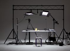 Suspension Bars with small softboxes and boom stand Photography Lighting Techniques, Photography Studio Setup, Photography Lighting Setup, Light Photography, 3d Studio, Dream Studio, Studio Lighting Setups, Tv Set Design, Light Bulb