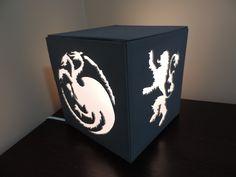 Faça você mesmo uma luminária personalizada com o tema do Game of Thrones.