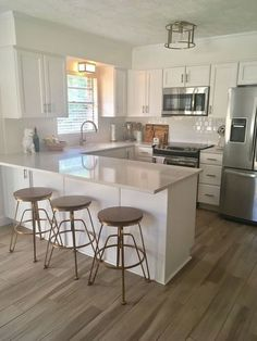 20 Elegant Kitchen Design With Contemporary Kitchen Features You Can Try Small Kitchen Ideas Contemporary Design Elegant Features Kitchen Small Modern Kitchens, Elegant Kitchens, Modern Farmhouse Kitchens, Home Kitchens, Small Kitchen Layouts, Contemporary Kitchens, Rustic Kitchen, Eclectic Kitchen, Kitchen Small