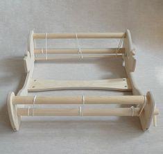 Weaving Loom Diy, Inkle Weaving, Inkle Loom, Weaving Tools, Card Weaving, Tablet Weaving, Weaving Projects, Weaving Textiles, Weaving Patterns
