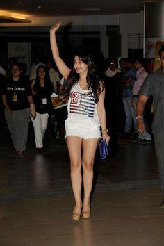 Amisha Patel at Dabangg-2 Preiere.