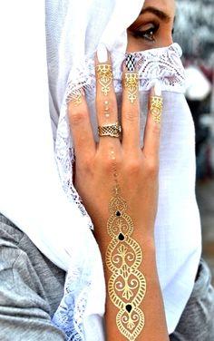 Beautiful Muslim women with Niqab Beautiful Muslim Women, Beautiful Bride, Niqab, Cool Tattoos, Henna, Painting Art, Diamond, Imagination, Brides