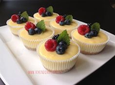 Mini cheesecakes s citronovým krémem Cheesecake Cupcakes, Cheesecake Recipes, Dessert Recipes, Pizza Cupcakes, Super Cook, Mini Cheescake, Sweet Bar, Small Desserts, Salty Cake