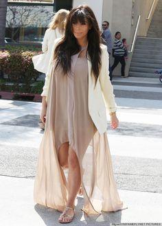 Kim Kardashian Chooses Sandals Over Stilettos For Lunch Date