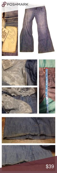 Size 29, Flare leg Jeans by Level 99 Size 29 Level 99 jeans. The inseam is approximately 32 inches, out seam is 40.5 inches. Made in Mexico. 59% cotton, 41% lyocell. Machine wash, tumble dry. Style #TD2050, cut# 505206. There is one button missing on the back pocket, Small flaw/wear to that pocket, light piling on the pocket lining and the cuffs have some dirt and wear. The seat material is wearing. Cute jeans! These jeans still have some love to give. level 99 Jeans Flare & Wide Leg