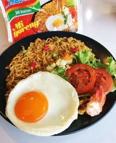 Mie Noodles, Ghanaian Food, Monster Food, Mie Goreng, Clay Food, Indonesian Food, Food Blogs, Aesthetic Food, Food Cravings