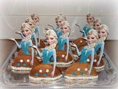 Frozen Cake Pops, Frozen Cupcake Toppers, Frozen Cupcakes, Kids Party Treats, Birthday Treats, Class Snacks, Classroom Treats, Frozen Birthday Party, Frozen Treats