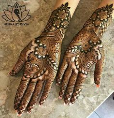 Are you looking for Christmas & New Year Mehndi Designs? Here is the collection of more than Latest Unique Mehendi designs 2020 to embrace the festival. Eid Mehndi Designs, Khafif Mehndi Design, Modern Mehndi Designs, Wedding Mehndi Designs, Mehndi Design Pictures, Beautiful Mehndi Design, Latest Mehndi Designs, Mehndi Designs For Hands, Mehndi Images