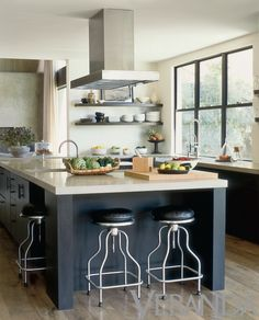 Veranda mag - black island & window frames in kitchen - Interior Design by Vanessa Alexander. Photograph by Lisa Romerein. Rustic Kitchen Decor, Home Decor Kitchen, Interior Design Kitchen, Kitchen And Bath, New Kitchen, Kitchen Dining, Kitchen Island, Kitchen Ideas, Kitchen Inspiration