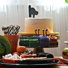 Orange Ombre Halloween Cake with Fiesta® Dinnerware | alwaysfestive.com