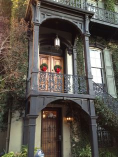 Lovely historical home ,Savannah, Georgia. I would LOVE this!!!! And look-- it even is decorated for Christmas! <3