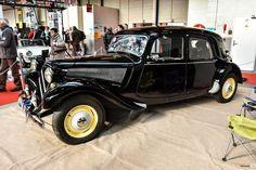 #Citroën #Traction au salon de Reims. Reportage complet : http://newsdanciennes.com/2016/03/13/grand-format-les-belles-champenoises-depoque-2016/ #ClassicCar #Vintage #Car #Voiture #Ancienne