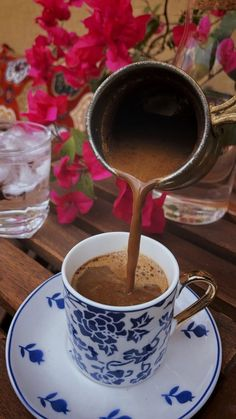 Discovered by فَارَسَ. Find images and videos about hot chocolate and cocoa on We Heart It - the app to get lost in what you love. Coffee Is Life, I Love Coffee, Coffee Break, Espresso Cafe, Coffee Cafe, Good Morning Coffee Images, Morning Images, Coffee Photos, Coffee Photography